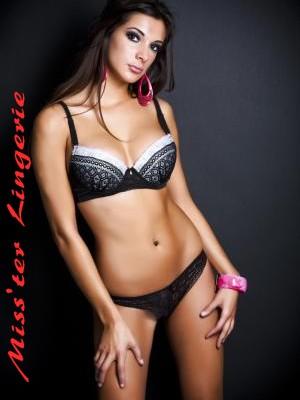 ensemble soutien gorge noir avec tanga, bonnet B,lingerie femme